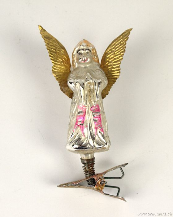 Praying Angel with embossed wings