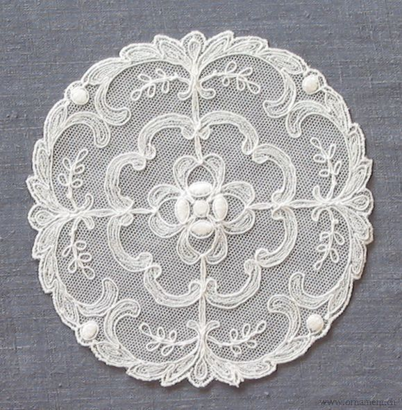 White Round Table Set (Pattern #1047, Small Size)